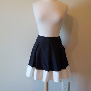 H&M black and white mini skirt size 36/4